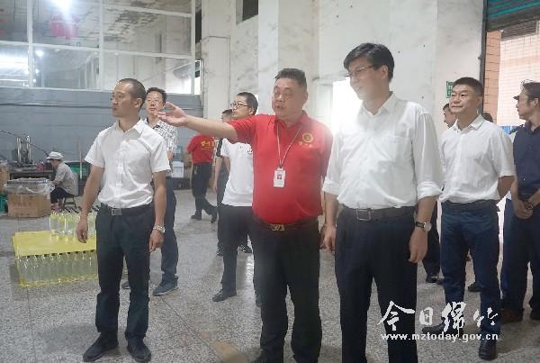 李栋带领检查消防安全时强调:贯彻责任 专业管理 守住消防安全底线